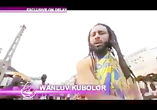 ghanian rapper showing interviewer his schlong on