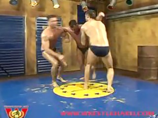 twins fuck bodybuilder
