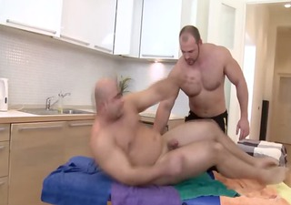 masseur bear sucked hard by straighty
